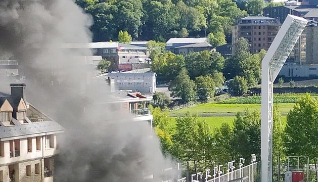 L'incendi que va tenir lloc a l'Estadi Nacional, ahir.