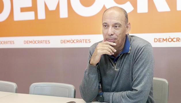 El secretari general de Demòcrates per Andorra, Jaume Serra, durant l'entrevista.