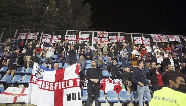 El miler de seguidors anglesos es van fer sentir dissabte a l'Estadi Nacional.