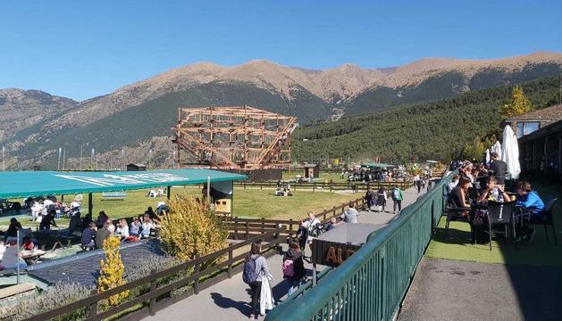 Naturland, plena de turistes durant el pont del Pilar