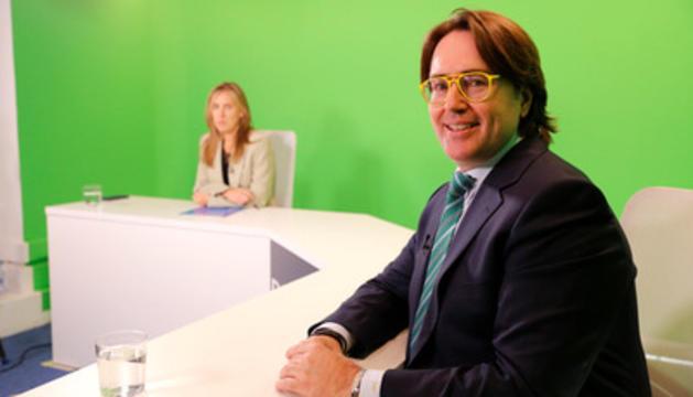 Carles Naudi al plató de Diari TV.