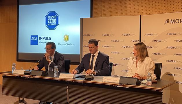 El president de l'ACA Enric Tarrado, el ministre d'Economia i Empresa Jordi Gallardo i la directora de Comunicació i Marca de MoraBanc Mireia Maestre
