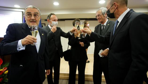 L'ambaixador d'Espanya a Andorra, Àngel Ros, brindant amb les autoritats del país.