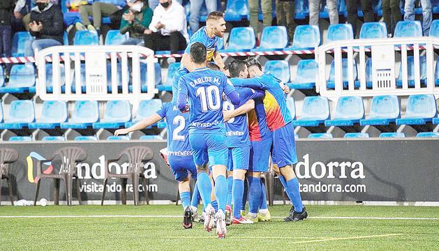 Duel de l'FC Andorra a l'Estadi Nacional.