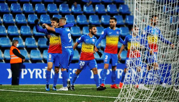 Martí Riverola celebrant l'únic gol del partit jugat ahir a la nit a l'Estadi Nacional.