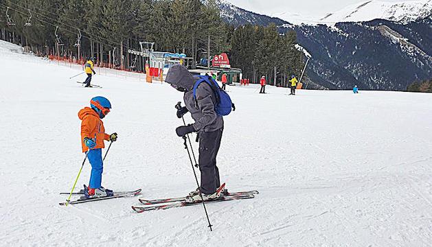 Esquiadors a l'estació de Pal, a la Massana.